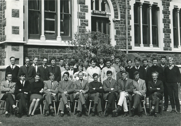 http://www.otago.ac.nz/geology/resources/dept_photo/images/1966_otago_geology_dept_photo.jpg