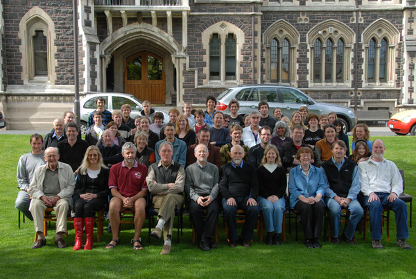 http://www.otago.ac.nz/geology/resources/dept_photo/images/GeologyDept2009Photo_01.jpg
